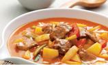 加入牛肉和青蔥,煮8-9分鐘至牛肉味道出來,薯仔熟透,試味上碟。